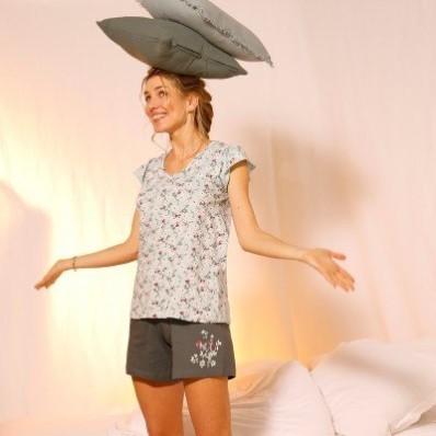 Pyžamové šortky so stredovou potlačou kvetín