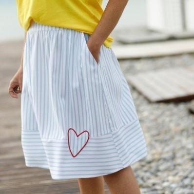 Rozšírená pruhovaná sukňa
