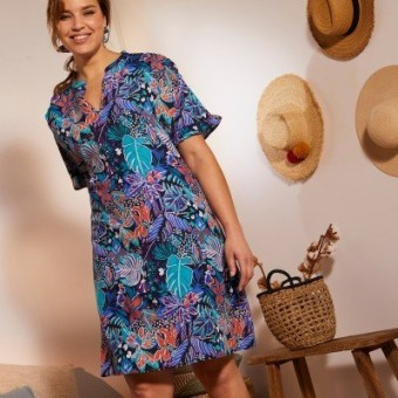 Šaty s potlačou rastlín a volánmi