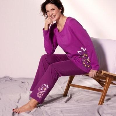 Pyžamo s nohavicami a potlačou roziet
