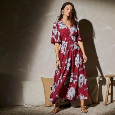Dlhé rozšírené šaty s potlačou kvetov