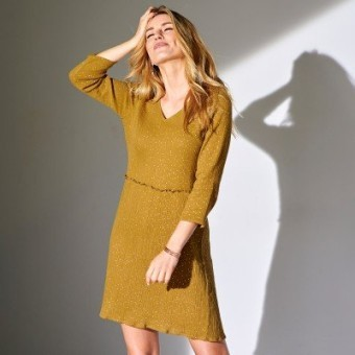 Jednobarevné šaty se 3/4 rukávy