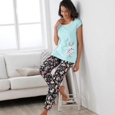 Bavlnené pyžamo s potlačou kvetov sakury
