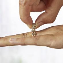 Pružný prsteň s kamienkami