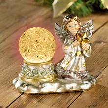 Aniołek ze świecącą kulą