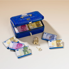 Pokladnička na eurobankovky + čokolády