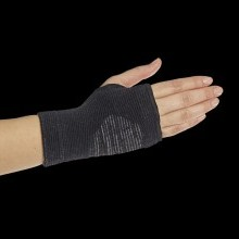 Bandáž zápästia so striebornými vláknami