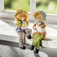 """Sedící figurka """"Líza"""""""