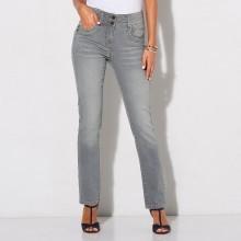 Rovné džínsy v opranom vzhľade