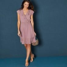 Krátke jednofarebné šaty s volánmi a krátkymi rukávmi