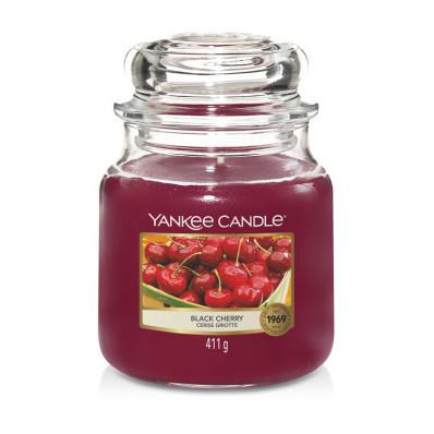 Vonná svíčka Yankee Candle střední Black cherry