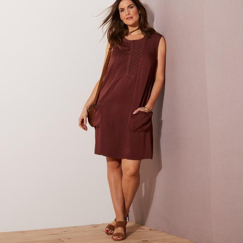 Šaty s náprsenkou, bez rukávů