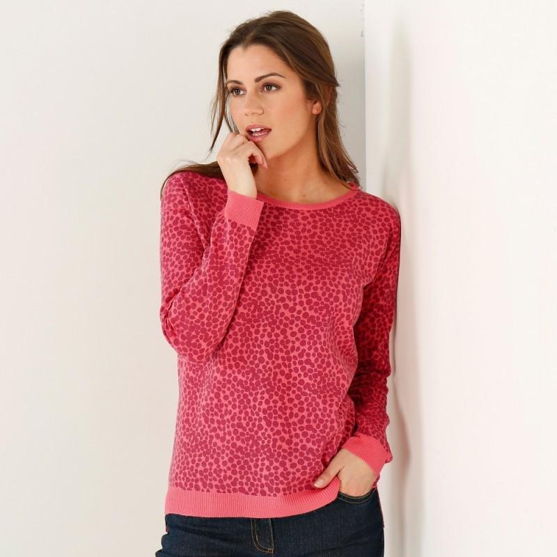 Širší pulovr, potisk puntíků