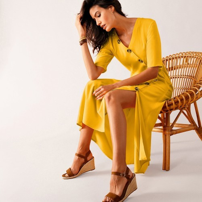Pouzdrové šaty na knoflíky