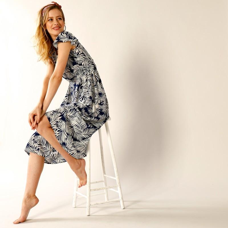 Dlhé šaty s potlačou listov