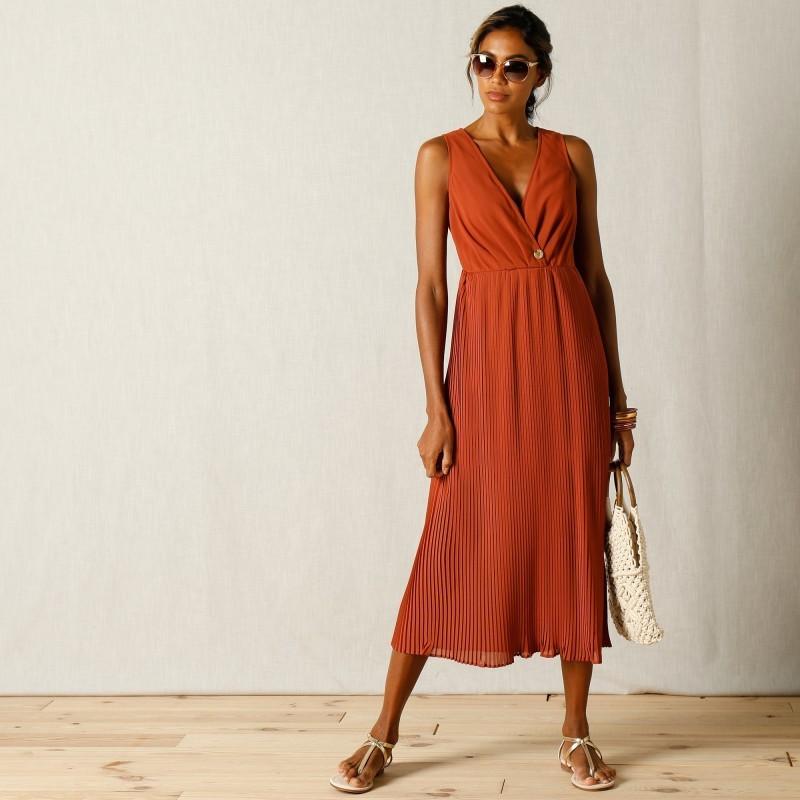 Polodlouhé plisované šaty