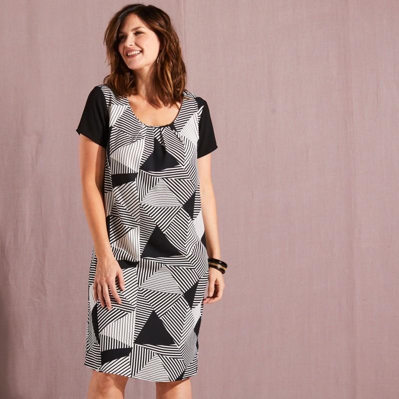 Šaty s grafickým dizajnom