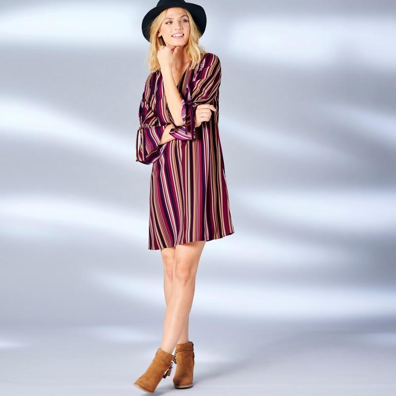Šaty s potiskem pruhů