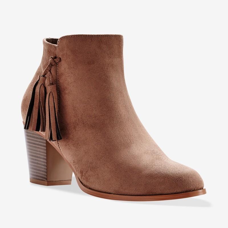 Kotníkové boty se střapci