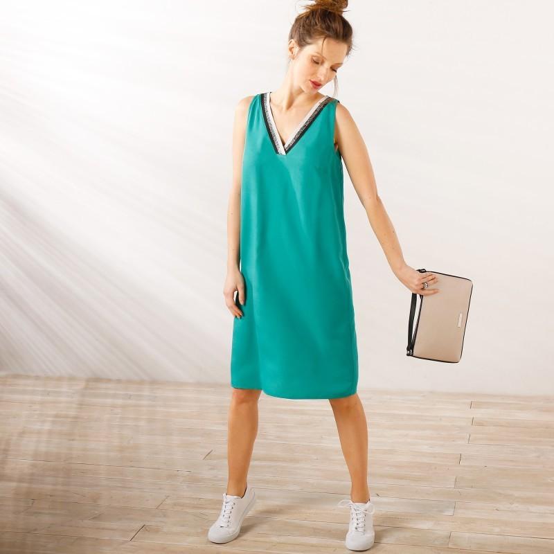 Šaty se sportovním pruhem