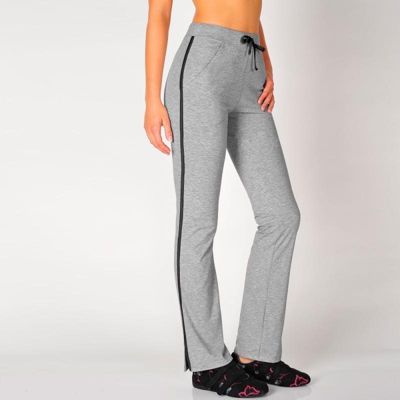 Dlhé športové nohavice s kontrastným pruhom