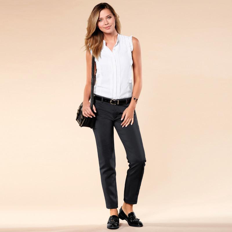 Jednofarebné nohavice s vreckami a zášev