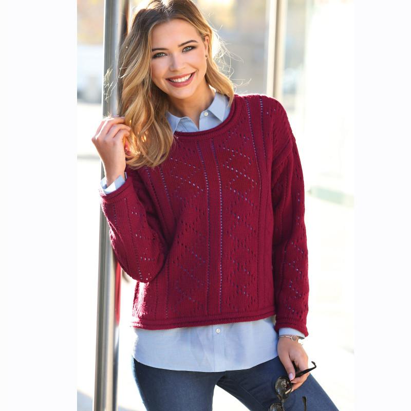 Ažurový pulovr s rolovaným zakončením