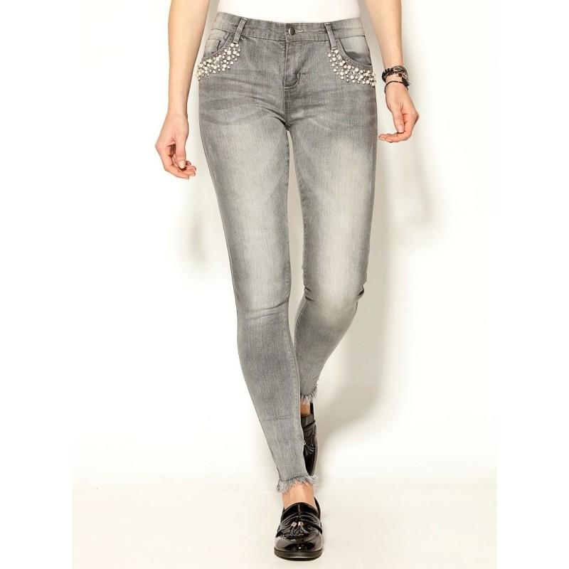 Džíny s 5 kapsami, štrasem a roztřepenými okraji nohavic