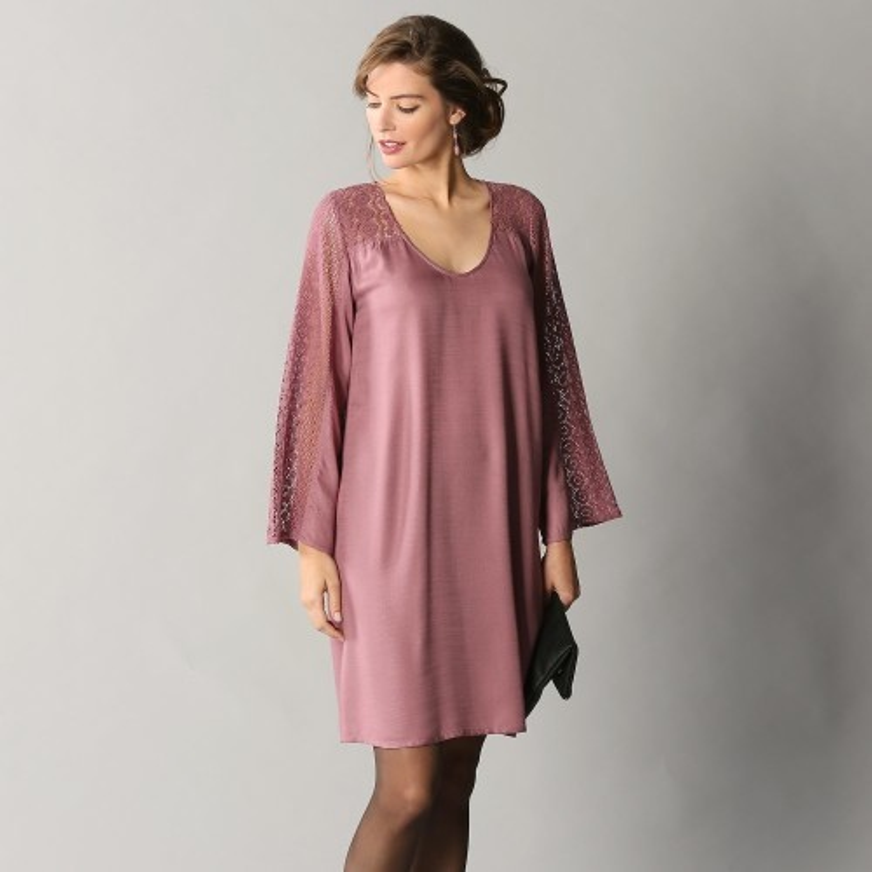 Šaty s macramé a dlhými rukávmi