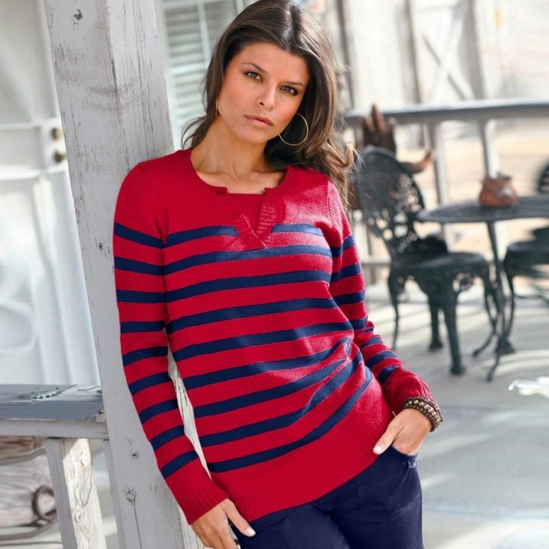 Proužkatý pulovr s tuniským výstřihem