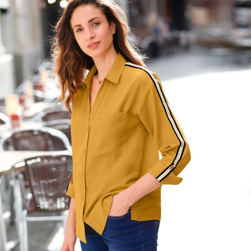 Jednofarebná košeľa s lampasmi