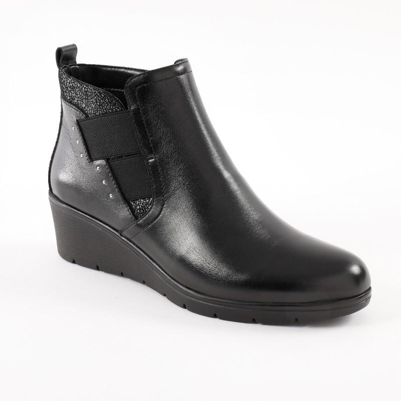 Sandály se střapci