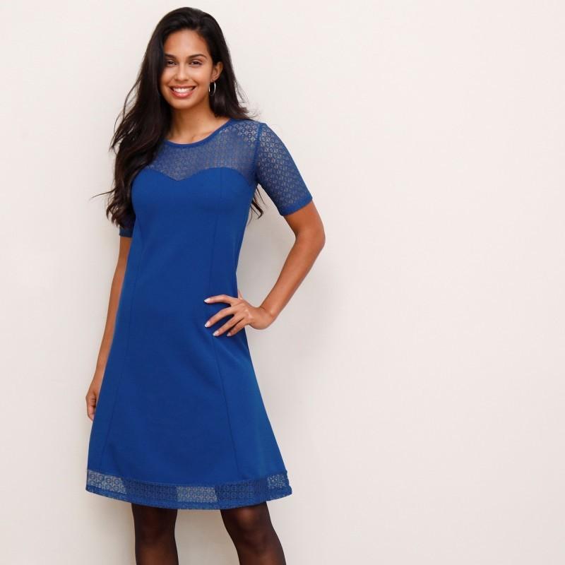 Rozšířené šaty s krajkovými vsadkami