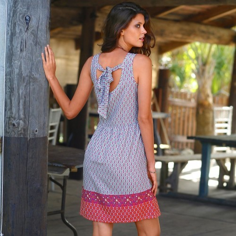 Šaty s etno designem