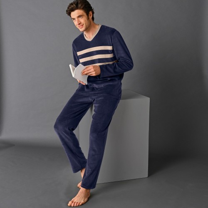 Zamatové pyžamo s pruhmi