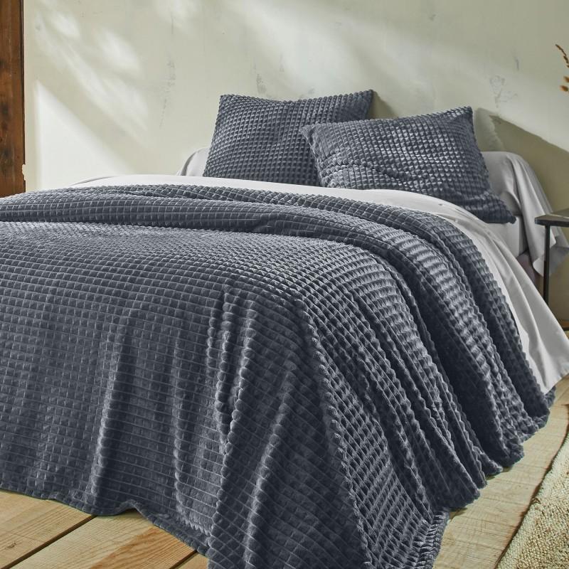 Přehoz na postel se sametovým vzhledem