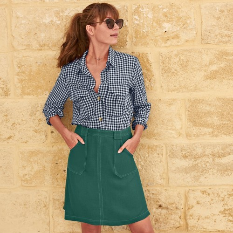 Jednofarebná sukňa s prešitím