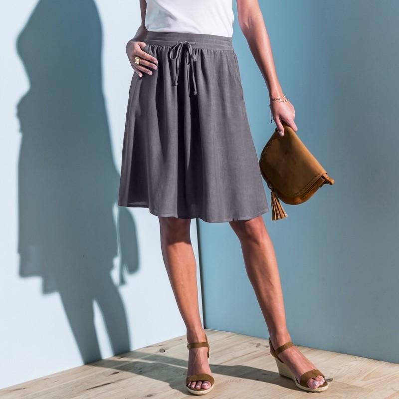 Jednobarevná vzdušná sukně