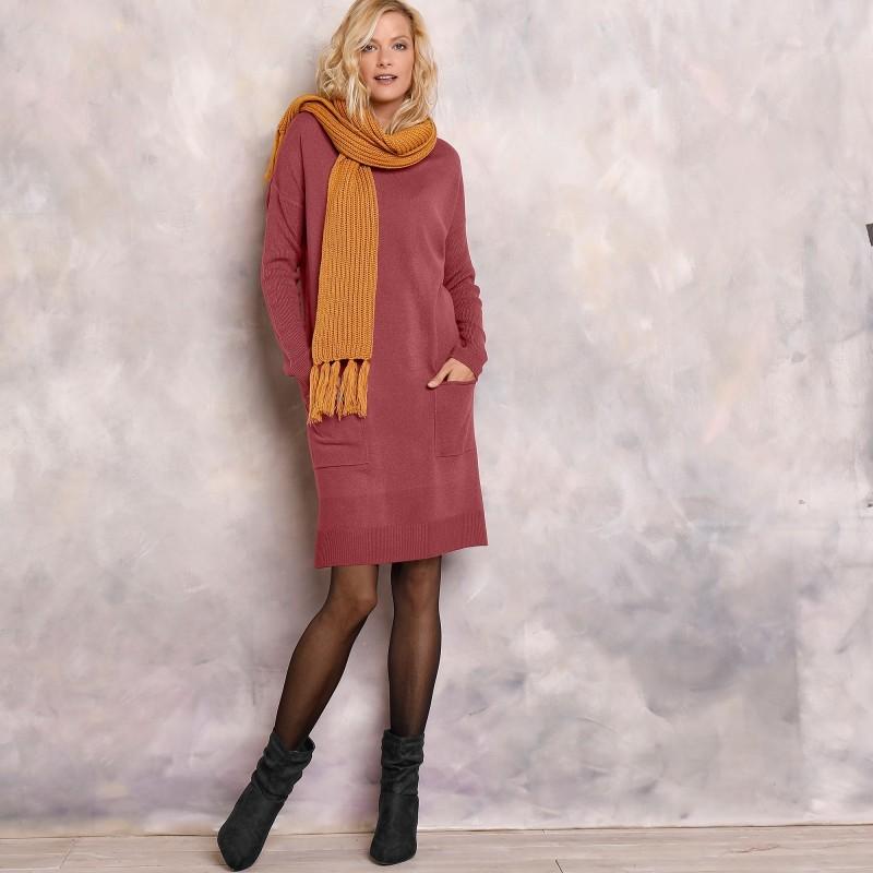 Pulovrové šaty s kapsami