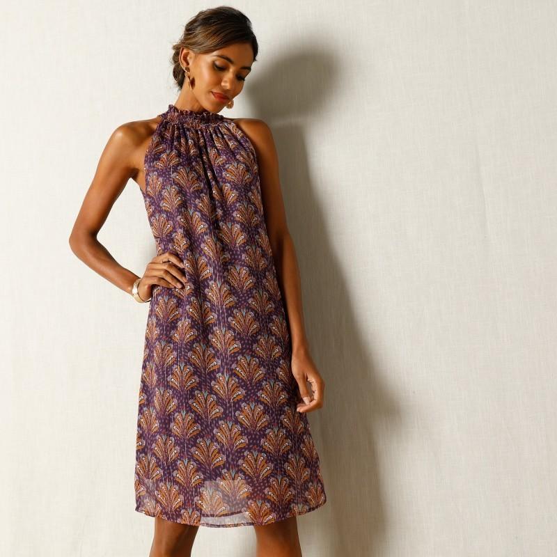 Šaty se žabičkovaným výstřihem