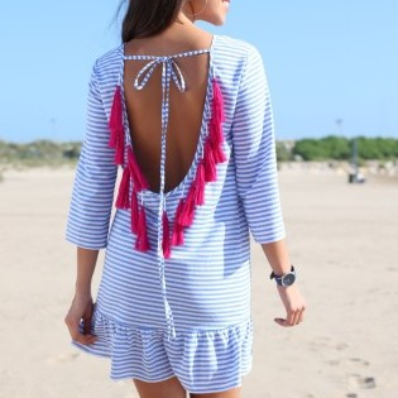 Proužkované šaty s barevnými střapci