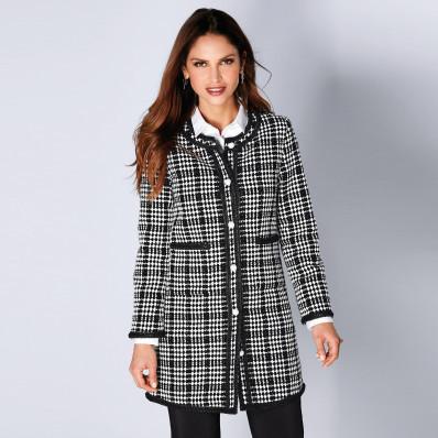 Dvojfarebný kabát s kontrastnou lemovkou
